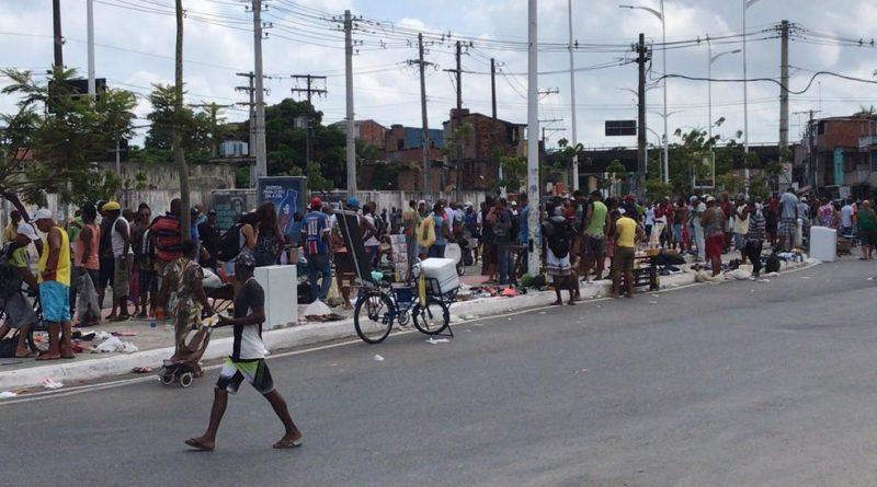 Situação ocorreu na manhã deste domingo (5). Feira já tinha sido fechada por comerciantes e frequentadores não terem seguido recomendação.