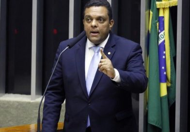 O deputado Pr. Otoni de Paula (PSC – RJ) disse estar preocupado com a segurança do presidente Jair Bolsonaro, segundo o parlamentar, só na bala podem parar o presidente