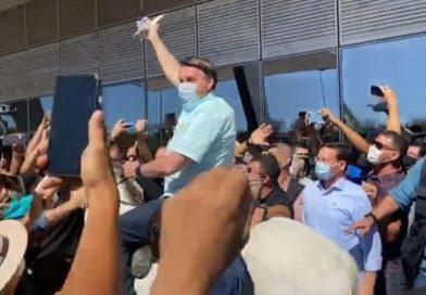 Bolsonaro é recebido por multidão no Piauí