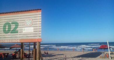Bombeiros salvaram 14 turistas de afogamento na Praia do Futuro durante o feriadão